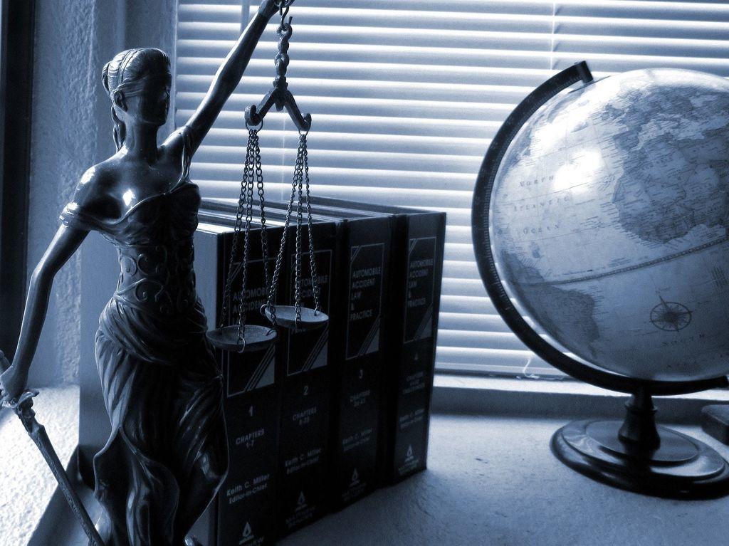 адвокат суд услуга